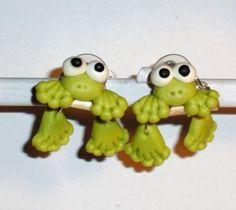 Verrückte Ohrringe und Schmuck Welt  - Ohrstecker Frosch handgemacht aus Fimo und Edelstahl Damen Ohrschmuck Neuware