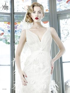 #Vesubio #YolanCris #weddingdress #different #unusual #handmade #Spanish #brend #vencanice #Didier #salonvencanica #vencaniceBeograd #bridal #fashion #bridalfashion #moda #model #materijal #bride #long #white #dress #veil #plumage #pearls #romantic #weddingphotography