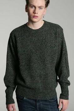 Shetland: tecido produzido com a lã do carneiro de igual nome, da Escócia, empregado em roupas esportivas.
