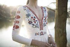 Vyšívané šaty s dlhým rukávom Slavianka