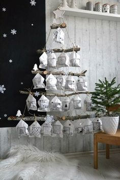 DIY Hangende adventkalender in de vorm van een kerstboom met stoffen zakjes. Hoe… DIY Hanging advent calendar in the shape of a Christmas tree with fabric bags. How nice is this for Christmas? Christmas Calendar, Noel Christmas, Christmas 2019, Winter Christmas, Christmas Trends, Christmas Countdown, Advent Calenders, Diy Advent Calendar, Calendar Ideas