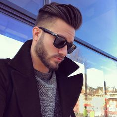 40 Business Hairstyles for Men Professional Hairstyles For Men, Professional Haircut, Cool Hairstyles For Men, Cool Haircuts, Haircuts For Men, Men's Hairstyles, Natural Wavy Hair, Natural Hair Styles, Low Fade Haircut