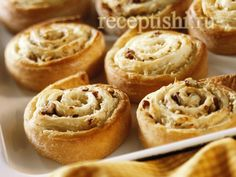 Творожные улитки с яблоками и грецким орехом