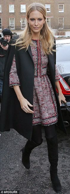 Poppy Delevingne in Chanel (Look at memorial for maternal grandfather Sir Jocelyn Stevens Poppy Delevingne, Street Chic, Street Style, Fashion Corner, Chanel, Dress To Impress, Poppies, Nice Dresses, Celebrity Style