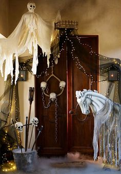 Give your door a spooky medieval makeover for Halloween night. I like the thing over the door with the mesh cascading Halloween Entryway, Halloween Haunted Houses, Halloween 2015, Outdoor Halloween, Halloween Party Decor, Halloween House, Halloween Night, Holidays Halloween, Halloween Crafts