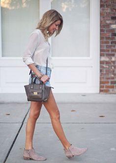 Look verão com shorts jeans e ankle boot