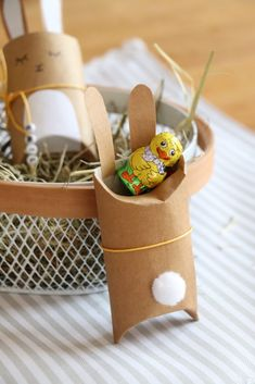 Easter Bunny Gift Box: Kloreollen Upcycling for Easter - Ostern - DIY & Ideen - Kids Upcycled Crafts, Diy And Crafts, Crafts For Kids, Easter Gift, Easter Crafts, Easter Bunny, Easter Eggs, Diy Gifts For Christmas, Holiday Gifts
