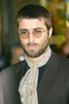 Liam Gallagher Oasis Music, Liam Gallagher Oasis, Uk Culture, Britpop, Singer, Entertaining, Eyewear, Legends, Bands