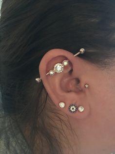 Tragus industrial lobe piercing rose gold Freaky& Tattoo Source by , ear piercings Lobe Piercing, Ear Peircings, Ear Piercings Tragus, Cute Ear Piercings, Cartilage Earrings, Piercing Tattoo, Ear Jewelry, Body Jewelry, Industrial Piercing Jewelry