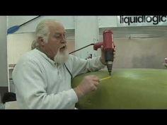 Réparation d'un kayak fissuré par soudage d'un fil de polyéthylène (PE) - http://www.padlstore.com/entretien-et-reparation/batonnets-de-soudure-plastique-pe.html