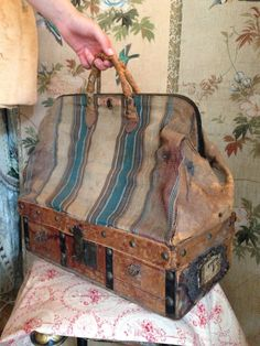 Antique Carpet Bag just like the one Anne Shirley used in 'Anne of Green Gables'