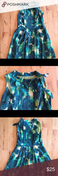🆕 Listing Vintage inspired Merona dress This dress is so unique, pleated top front and back, bow detail at front neckline, sleeveless, side zip, full skirt falls just below knee. Gorgeous green, light yellow and cream print. Machine wash. Perfect condition. Merona Dresses Midi