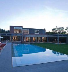I like the edge detail of the pool