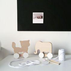Wij zijn helemaal weg van het houten speelgoed van Pinch Toys. Deze set Kat & Olifant shop je via things-we-love.nl #thingswelovenl #houtenspeelgoed #babykamer #woodentoys #pinchtoys