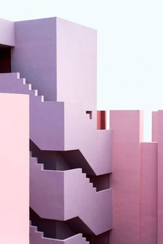 Candyland - Colorful architecture, pictures of La Muralla Roja - by Ricardo Bofill in Calpe/Spain. Colour Architecture, Minimalist Architecture, Contemporary Architecture, Landscape Architecture, Interior Architecture, Interior And Exterior, Beautiful Architecture, Geometry Architecture, Interior Design