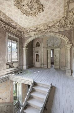 Palace of Dreams Old Abandoned Houses, Abandoned Castles, Abandoned Mansions, Abandoned Buildings, Abandoned Places, Old Houses, Haunted Places, Old Mansions, Mansions Homes