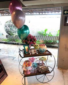 Festa no Carrinho para comemorar os 17 anos da @_biasantiago 🎈 Obrigada mamãe @glendasantiagobritto pela confiança 💖🌷 . . #17anos… I Party, Daisy, Birthday Parties, Table, Instagram, Ideas, Home Decor, Marriage Anniversary Cake, Wedding Decoration
