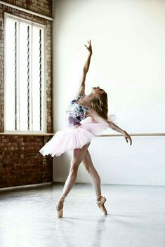 Queensland Ballet Soloist and former dance student from Dubbo Lisa Edwards has been announced as the Macquarie Credit Union DREAM Festival 2016 Artist of the year. Photo David Kelly Ballet Beautiful ZsaZsa Bellagio - Like No Other Dance Aesthetic, Belly Dancing Classes, Dance Like No One Is Watching, Dance Poses, Ballet Photography, Royal Ballet, Modern Dance, Contemporary Dance Moves, Contemporary Dance Photography