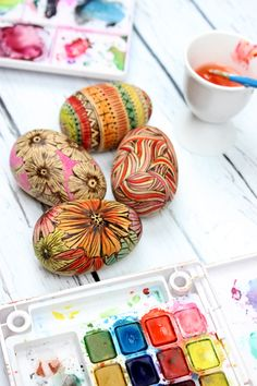 alisaburke: wood burned eggs painted eggs. Would make a really nice easter decoration to use from year to year.