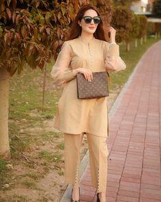 Stylish Dresses For Girls, Casual Dresses, Casual Outfits, Casual Wear, Eid Outfits, Classy Outfits, Fashion Dresses, Sleeves Designs For Dresses, Dress Neck Designs