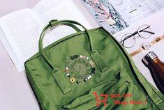 On Rachel's spring green rekanken - The most creative designs Mochila Kanken, Kanken Backpack, Re Kanken, Panthères Roses, Vacation Games, Spring Green, School Bags, Sewing Projects, Backpacks