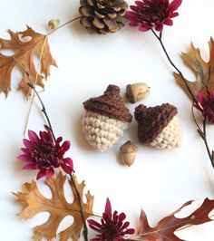 Pinteresting Projects: free acorn wallpaper and tutorial from One Sheepish Girl on LoveCrochet