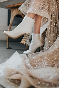 This stylish bride paired her sparkly wedding gown with a pair of white high fas. This stylish bride paired her sparkly wedding gown with a pair of white high fashion boots! Sparkly Wedding Gowns, Wedding Boots, Wedding Dress Trends, Vintage Wedding Shoes, Unique Wedding Shoes, Wedding White, Wedding Accessories, White Bridal Shoes, Bride Shoes