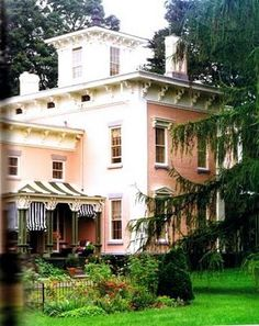 pink house...LOVE. <3