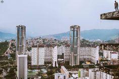 Te presentamos la selección del día: <<LUGARES: Parque Central>> en Caracas Entre Calles. ============================ F O T Ó G R A F O >> @chrisjares << Visita su galeria ============================ SELECCIÓN @luisrhostos TAG #CCS_EntreCalles ================ Team: @ginamoca @luisrhostos @teresitacc @floriannabd ================ #lugares #Caracas #Venezuela #Increibleccs #Instavenezuela #Gf_Venezuela #GaleriaVzla #Ig_GranCaracas #Ig_Venezuela #IgersMiranda #Great_Captures_Vzla…