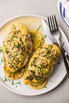 Slow Cooker Greek Lemon Chicken Diabetic Chicken Recipes, Healthy Recipes, Skinny Recipes, Dinner Under 300 Calories, 400 Calorie Meals, Greek Lemon Chicken, Clean Eating, Healthy Eating, Healthy Food
