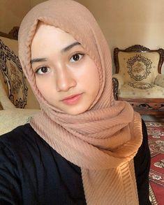 Stylish Hijab, Casual Hijab Outfit, Hijab Chic, Beautiful Muslim Women, Beautiful Girl Image, Beautiful Hijab, Beautiful People, Hijabi Girl, Girl Hijab