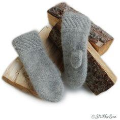 Ravelry: SpildraVotten pattern by StrikkeBea Big Knit Blanket, Jumbo Yarn, Big Knits, Knit Pillow, String Bag, Fair Isle Knitting, Knit Mittens, Stockinette, Knitted Bags