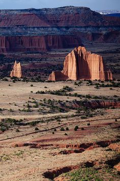 Cathedral valley, capitol reef national park, utah welcome t Capitol Reef National Park, National Parks Usa, Usa Mobile, Mobile App, Parka, Last Minute Travel, Berg, Go Camping, Travel Usa