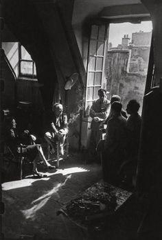 Picasso y sus amigos en el estudio del artista en la rue des Grands-Augustins. Paris, 1944