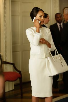 Scandals Olivia Pope Has the D. Power Player Look to Get Behind for the Next 4 Years - Prada Bags - Ideasd of Prada Bags - Scandals Olivia Pope is more than a white hatin fact shes a business suit-wearing bad ass. Olivia Pope Wardrobe, Olivia Pope Outfits, Olivia Pope Style, Business Outfits Women, Business Attire, Business Formal, Power Dressing Women, Lawyer Fashion, Lawyer Outfit