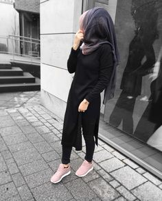 Do what u feel in ur heart to be right_for you'll be criticized anyway. You'll be damned if u do and damned if u don. Hijab Casual, Modest Fashion Hijab, Niqab Fashion, Modern Hijab Fashion, Hijab Fashion Inspiration, Monochrome Fashion, Hijab Chic, Muslim Fashion, Fashion Outfits