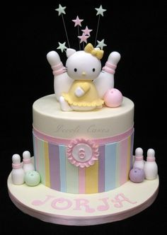 Pastel Hello Kitty cake