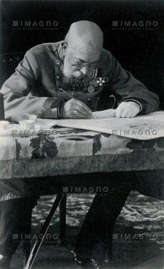 Kaiser Franz Joseph I. an seinem Schreibtisch, © IMAGNO/Austrian Archives