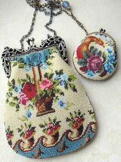Vintage Handbags This vintage purse and change purse are adorable! Vintage Purses, Vintage Bags, Vintage Handbags, Vintage Ladies, Vintage Shoes, Beaded Purses, Beaded Bags, Beaded Jewelry, Vintage Accessoires