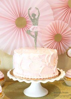 No detalhe: bolo decorado da festa da bailarina