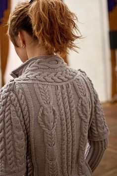 Wonderful cabled jacket   From ermilochka.livejournal.com   via Daniela Nii