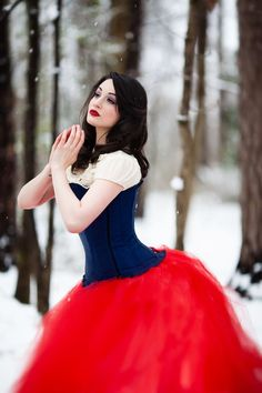 Gorgeous tulle skirt! A unique Snow White cosplay! - 10 Snow White Cosplays