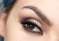 Trucco occhi scuri Makeup Trends, Makeup Tips, Hair Makeup, Dark Eye Makeup, Love Makeup, Beauty Box, Beauty Care, Beauty Nails, Hair Beauty