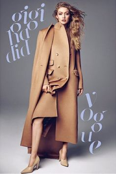 Supermodel Gigi Hadid lands two covers for the September 2017 issue of Vogue Korea. Captured by Henrique Gendre, the blonde beauty wears denim on denim with a camel coat on one image. And the other features her wearing a red sweater and faux fur coat from Gigi Hadid, Bella Hadid, Vogue Korea, Foto Fashion, Fashion Models, Fashion 2017, Fashion Typography, Vogue Magazine, Korean Outfits