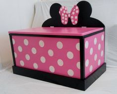 Minnie Mouse Toy Box for her and do a Mickey for him Minnie Mouse Nursery, Minnie Mouse Toys, Mickey Minnie Mouse, Minnie Mouse Room Decor, Diy Toy Box, Diy Box, Wooden Toy Boxes, Toy Rooms, Little Girl Rooms
