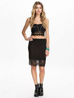 http://nelly.com/pl/odziez-dla-kobiet/odziez/spódnice/river-island-2715/lace-pencil-skirt-273750-14/