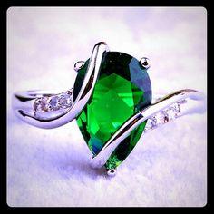 BNWT FAUX EMERALD GEMSTONE CZ SILVER RING BNWT FAUX EMERALD GEMSTONE CZ SILVER RING 12MM SIZE 8 Jewelry Rings