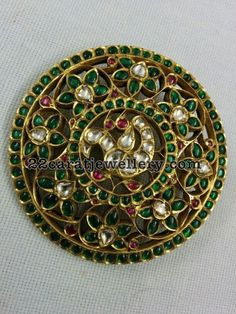 Ruby Emerald Exklusive Tempelanhänger - New Ideas Ruby Jewelry, India Jewelry, Temple Jewellery, Pendant Jewelry, Jewelery, Gold Jewelry, Craft Jewelry, Indian Jewellery Design, South Indian Jewellery