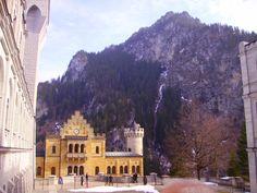 Neuschwanstein Castle - Wikimedia Commons  (2048×1536)