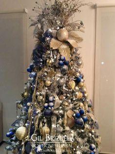 Blue Christmas Tree Decorations, Elegant Christmas Trees, Gold Christmas Tree, Christmas Centerpieces, Christmas Tree Toppers, Christmas Wishes, Rustic Christmas, Christmas Holidays, Christmas Tree Inspiration